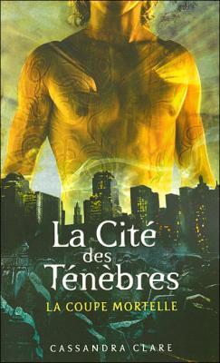 Couverture La Cité des Ténèbres, tome 1 : La Coupe mortelle / The Mortal Instruments, tome 1 : La Cité des Ténèbres