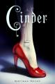 Couverture Chroniques lunaires, tome 1 : Cinder Editions 12-21 2013