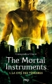 Couverture La Cité des ténèbres / The Mortal Instruments, tome 1 : La Coupe mortelle / La Cité des ténèbres Editions 12-21 2013