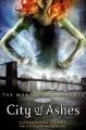 Couverture La Cité des Ténèbres, tome 2 : L'Épée mortelle / The Mortal Instruments, tome 2 : La Cité des Cendres Editions Walker Books 2013