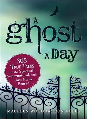 Couverture A Ghost a Day: 365 True Tales of the Spectral, Supernatural, and... Just Plain Scary!