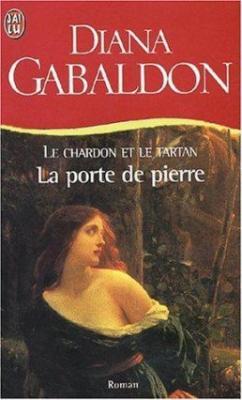 Couverture Le chardon et le tartan (poche), tome 01 : La porte de pierre
