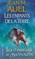 Couverture Les Enfants de la Terre (pocket), tome 3 : Les Chasseurs de mammouths Editions Pocket 2008