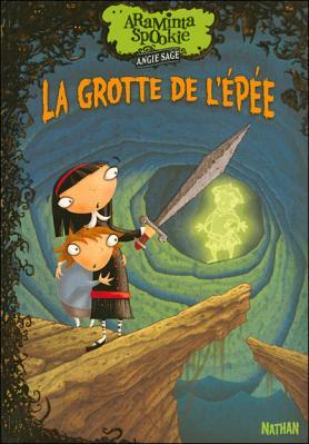 Couverture Araminta Spookie, tome 2 : La Grotte de l'épée