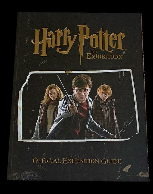 Book Cover Photography Exhibition : Harry potter l exposition guide officiel de