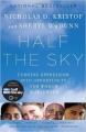Couverture La moitié du ciel : Enquêtes sur des femmes extraordinaires qui combattent l'oppression Editions Vintage 2010
