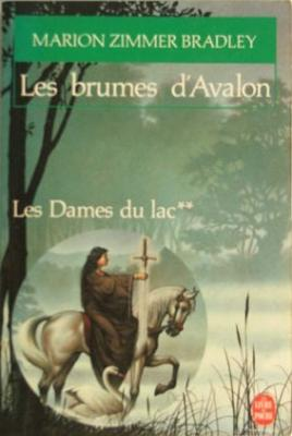 Couverture Le Cycle d'Avalon, tome 2 : Les Brumes d'Avalon