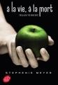 Couverture Twilight, tome hs : Twilight : Edition spéciale 10e anniversaire / A la vie à la mort : Twilight réinventé Editions Le Livre de Poche (Jeunesse) 2017