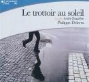Couverture Le trottoir au soleil Editions Gallimard  (Ecoutez lire) 2011