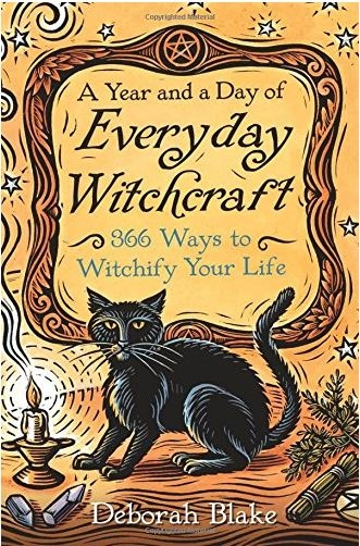 Couverture A Year and a Day of Everyday Witchcraft: 366 Ways to Witchify Your Life