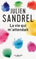 Couverture La vie qui m'attendait Editions Calmann-Lévy 2019
