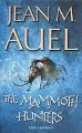 Couverture Les enfants de la terre, tome 3 : Les chasseurs de mammouths Editions Hodder & Stoughton 2002