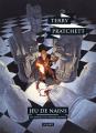 Couverture Les Annales du Disque-Monde, tome 31 : Jeu de nains Editions L'Atalante (La Dentelle du cygne) 2018