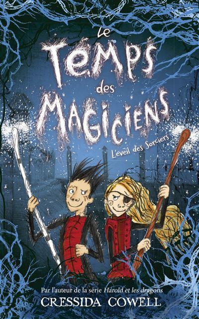 Couverture Le temps des magiciens, tome 2 : L'éveil des Sorciers