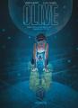 Couverture Olive, tome 1 : Une lune bleue dans la tête Editions Dupuis 2020