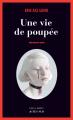 Couverture Une vie de poupée Editions Actes Sud (Noir) 2021