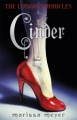 Couverture Chroniques lunaires, tome 1 : Cinder Editions Puffin Books 2012