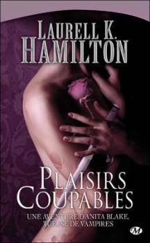 Buste d'une jeune femme qui détient entre ses mains une dague et une rose. Le fond est violet, on remarque des tatouages en formes de roses sur le bras droit et es hanches de cette jeune femme