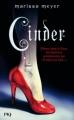 Couverture Chroniques Lunaires, tome 1 : Cinder Editions  2013