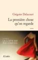 Couverture La première chose qu'on regarde Editions JC Lattès 2013